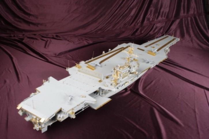 Zubehör-Komplett-Set mit Holzdeck für USS Kitty Hawk CV-63  (TRU)  DX-Pack