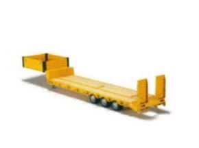 Tieflader-Auflieger mit Rampe