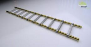 Anlegeleiter aus Metall fertig aufgebaut
