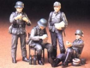 WWII dt. Soldaten in Ruhe, 4 Figuren