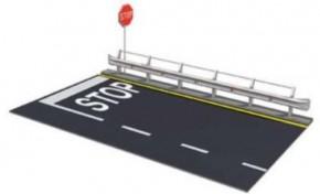 Leitplanken und Straßenabschnitt