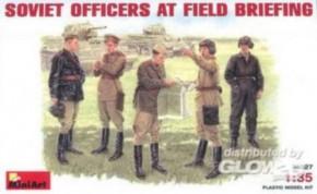 sov. Offiziere bei Besprechung, 5 Figuren
