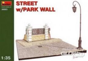 Straßenabschnitt mit Parkmauer